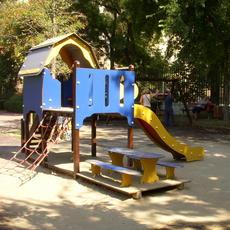 Bajza utcai Játszótér (Forrás: jatszoterekbudapesten.blogspot.com)