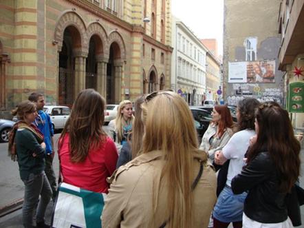 Városnézés a Rumbach utcában, fotó: tripadvisor
