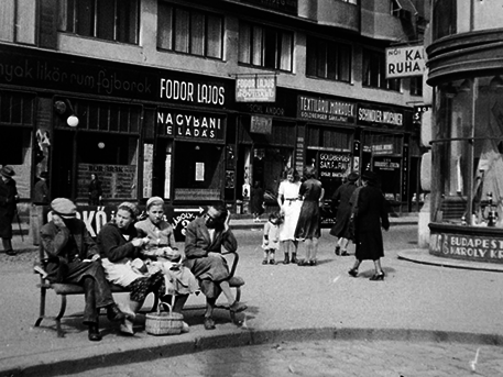 A sarok 1930-ban, Fortepan