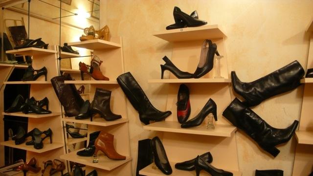 Pető Lajos cipőtervező és cipészmester (Fotó  varosban.blog.hu) 345b252e95
