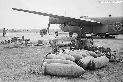 A szövetséges Liberátor gépek és a bombáik, forrás: memory.loc.gov