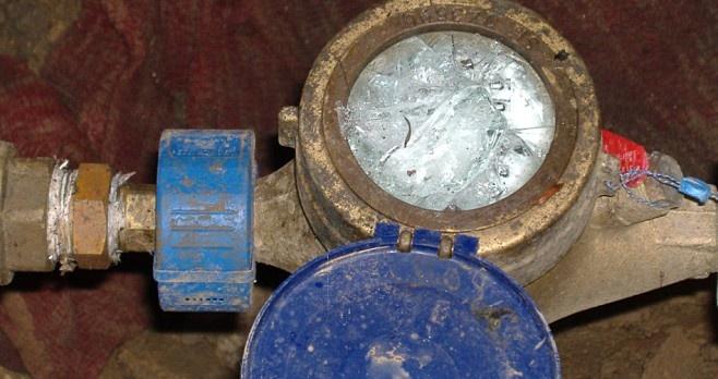 Elfagyott vízmérő