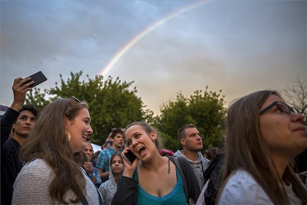 Leendő egyetemisták a Pont Ott Partin (fotó: Mohai Balázs - MTI)