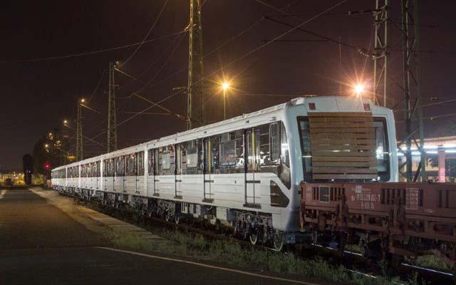 Az első felújított metrószerelvény a KöKi-n